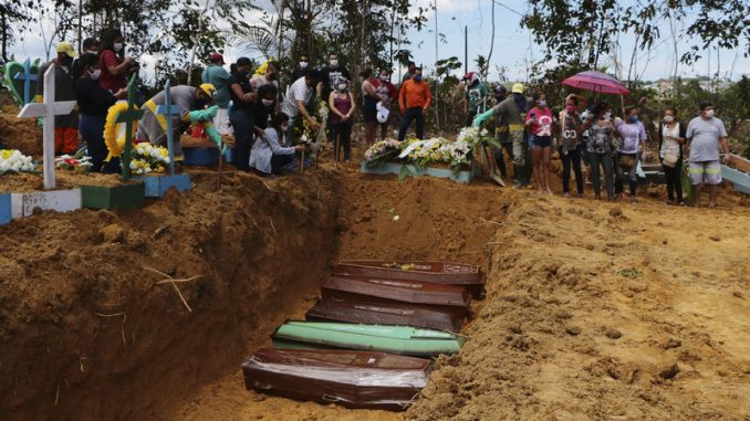 Relatives mourn at the site of a mass burial at the Nossa Senhora Aparecida cemetery, in Manaus, Amazonas state, Brazil